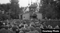 Похороны отца Александра Меня. 1990 год. Фото Сергея Бессмертного