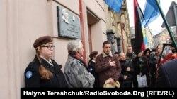 Меморіальну дошку розмістили на стіні тюрми «Бригідка»