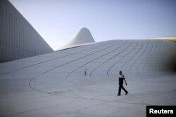 Центр Гейдара Алиева в Баку по проекту Захи Хадид