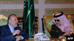منوچهر متکی، وزیر خارجه ایران و سعود الفیصل، همتای سعودیش در ریاض