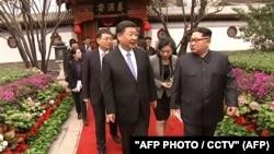 Средба на кинескиот претседател Кси Џинпинг со лидерот на Северна Кореја, Ким Џон Ун во март