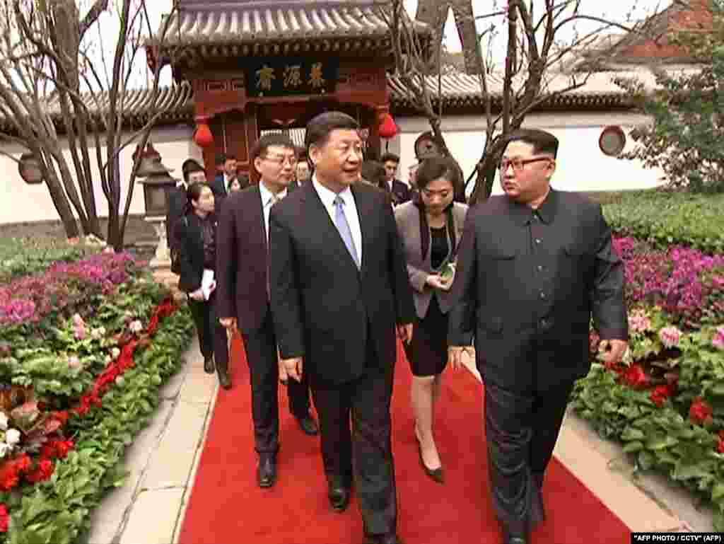 Ким Чен Ын прибыл в Пекин по приглашению президента Китая Си Цзиньпина.