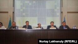 Представители министерства здравоохранения Казахстана на пресс-конференции в Алматы. 28 декабря 2019 года.