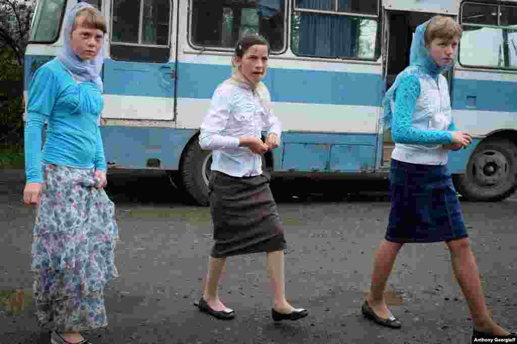 Molokan girls attend a wedding in Lermontovo.
