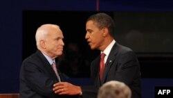 جان مک کین و باراک اوباما آخرین مناظره تلویزیونی خود را برگزار کردند. (عکس: )