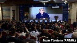 Hillary Clinton i drejtohet Kosovës në 20-vjetorin e çlirimit përmes një video-mesazhi