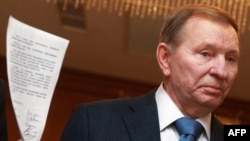 Ukrainian ex-President Leonid Kuchma presents a document to the press in Minsk in September, where he was negotiating a truce with the pro-Russian separatists.