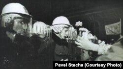 Побиття студентів 17 листопада 1989 року дало початок масовим акціям протесту по всій Чехословаччині