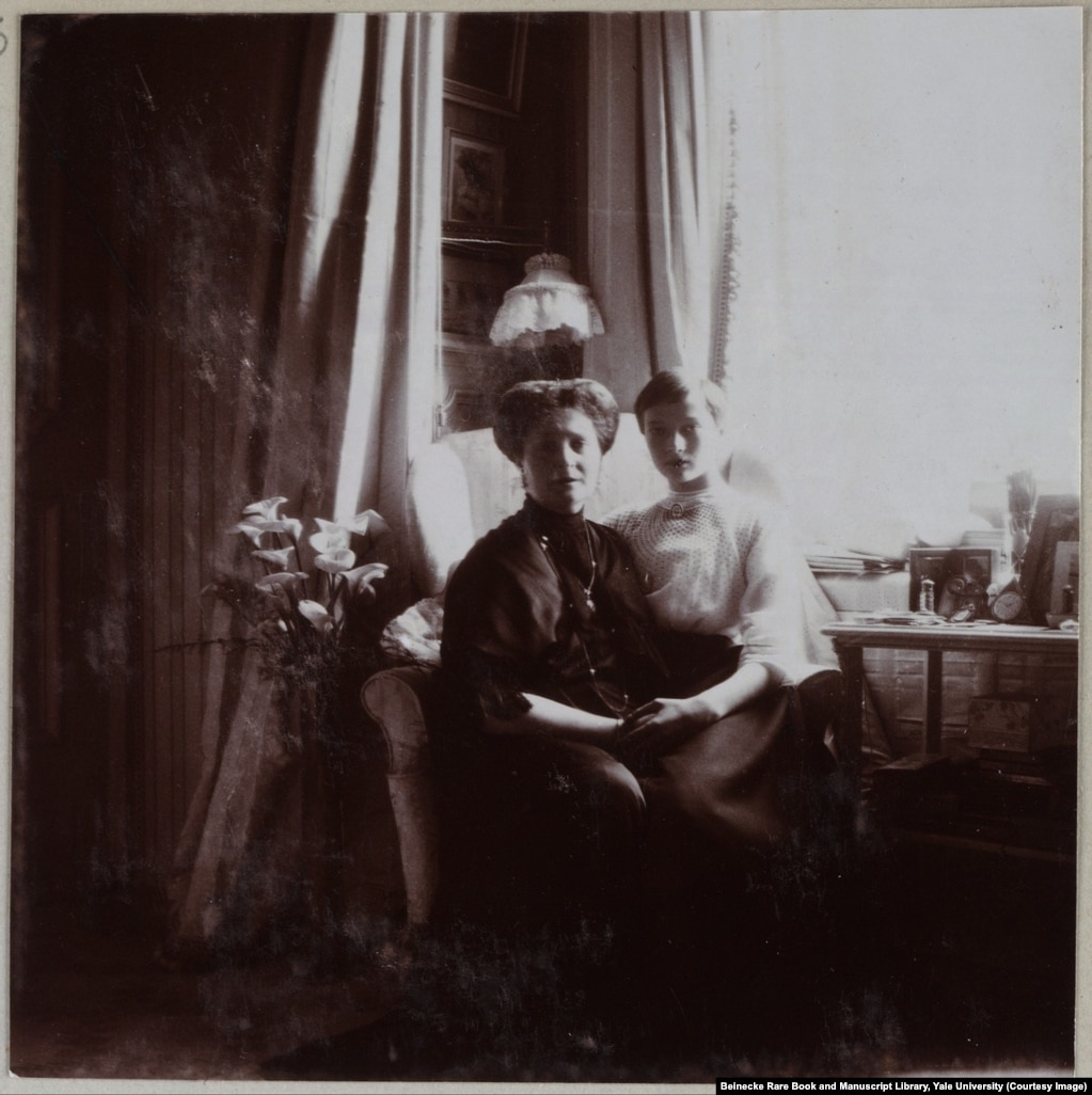 Empress Aleksandra and her daughter, Grand Duchess Tatyana. The two were said to be especially close.
