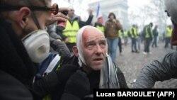 پولیس فرانسه حدود ۲هزار پناهجوی بشمول افغان ها را از یک کمپ بزرگ در شمال پاریس بیرون کرده است.