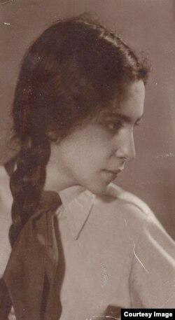 Елена Штрум, дочь ученого, 1930-е годы
