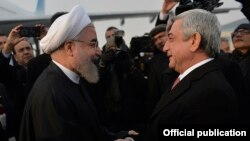 Armenia - President Serzh Sarkisian (R) greets his Iranian counterpart Hassan Rouhani at a Yerevan airport, 21Dec2016.