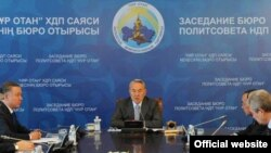 Kazakh President Nursultan Nazarbaev chairs a meeting with leaders of Nur-Otan in Astana earlier this month.