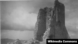 Ян Булгак. Наваградзкі замак, здымак 1930 году