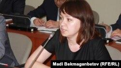 Мәжіліс депутаты Снежанна Имашева. Астана, 9 маусым 2016 жыл.