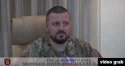 «Генпрокурора ЛНР» виводять з будівлі прокуратури Ігор Корнет