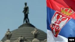 Zastava Srbije ispred Generalštaba Vojske u Beogradu