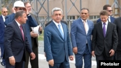 Armenia - President Serzh Sarkisian (C) visits a newly upgraded gold smelter in Ararat with Russian Transport Minister Maxim Sokolov (R), 28Apr2014.