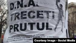 Poster lipit pe un stâlp din Chişinău. Martie 2015