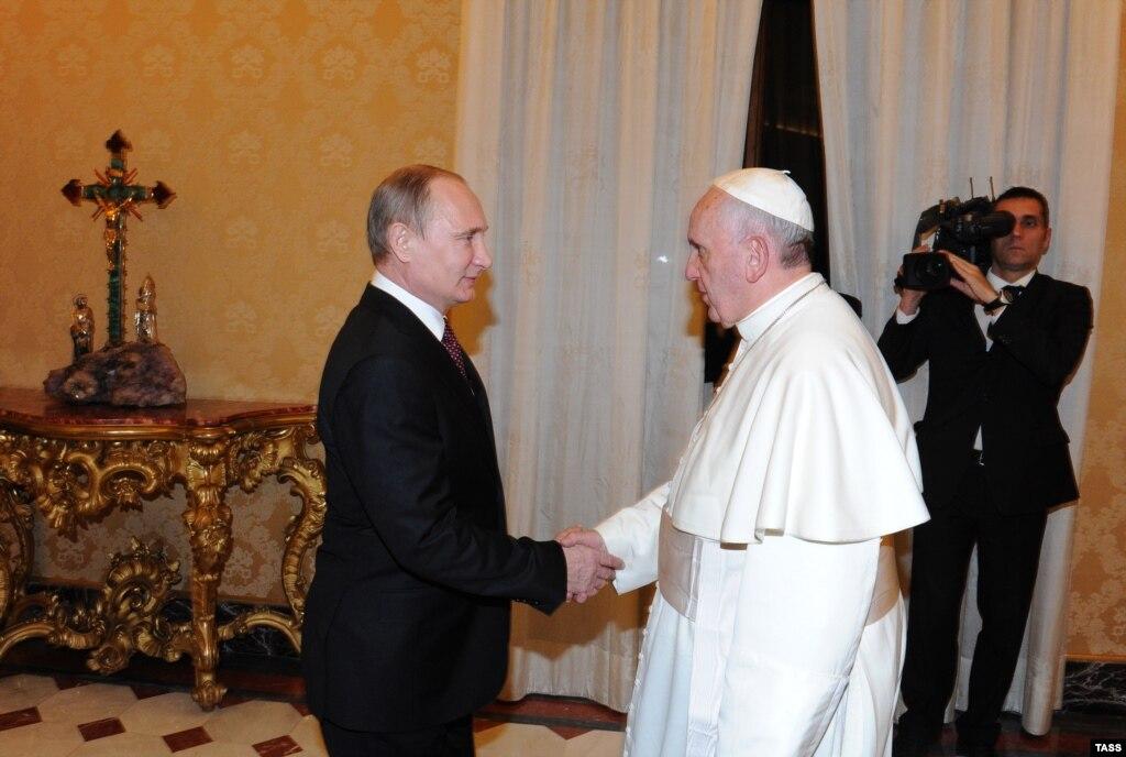 Посол Ватикана Гуджеротти приехал на линию фронта, чтобы лично выразить жителям Донетчины поддержку, - Жебривский - Цензор.НЕТ 384