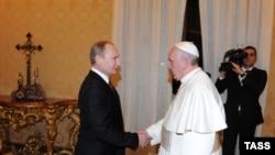 Папа римский Франциск и Владимир Путин. 25.11.2013, Ватикан
