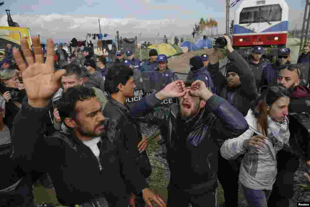Теперь Македония ужесточила контроль на границе и сократила пропускаемость до 250 человек
