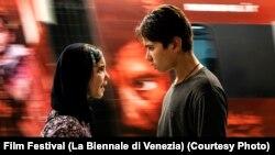 صحنه یکی از فیلمهایی که در هفتاد و هفتمین جشنوارهٔ جهانی فیلم ونیز با فیلمهای دیگر رقابت میکند.