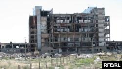 «Дарьял-У» – өртеніп, тоналған бұрынғы әскери нысан. Балқаш, маусым, 2009 жыл.