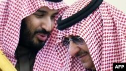 از راست: محمد بن نائف و محمد بن سلمان