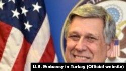 Архива: Амбасадорот на САД во Косово Филип Коснет.