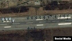 Спутниковые снимки авиабазы Хмеймим (Hmeimim) под Латакией, 12 бомбардировщиков Су-24
