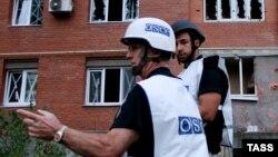 Observatori OSCE într-un cartier de locuinţe la Doneţk, 9 septembrie 2014