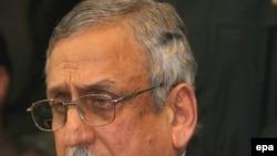فاضی محمد فاروق، رییس کمیسیون انتخابات پاکستان خبر تعویق انتخابات را اعلام کرد.