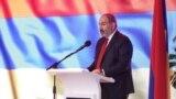 Премьер-министр Армении Никол Пашинян выступает на 5-омсъезде правящей партии «Гражданский договор», Ереван, 16 июня 2019 г.