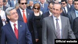 Armenia -- President Serzh Sarkisian (L) and his successor Robert Kocharian attend a ceremony marking the 18th anniversary of Nagorno-Karabakh's declaration of independence, 02Sep2009.