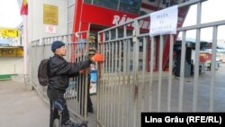 Piata centrala din Chișinău a fost închisă, după ce autoritatile au decretat cod rosu de urgenta sanitara, sâmbătă, 14 martie 2020.