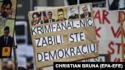 Намоиши эътирозии баъди куштори журналист Ян Кутсиак SLOVAKIA -- A banner reading 'You criminals kill democracy' is pictured at a rally called 'Let's stand for decency in Slovakia' in Bratislava, Slovakia, 16 March 2018