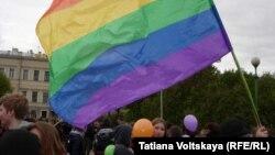 Флаг ЛГБТ-движения, иллюстративное фото