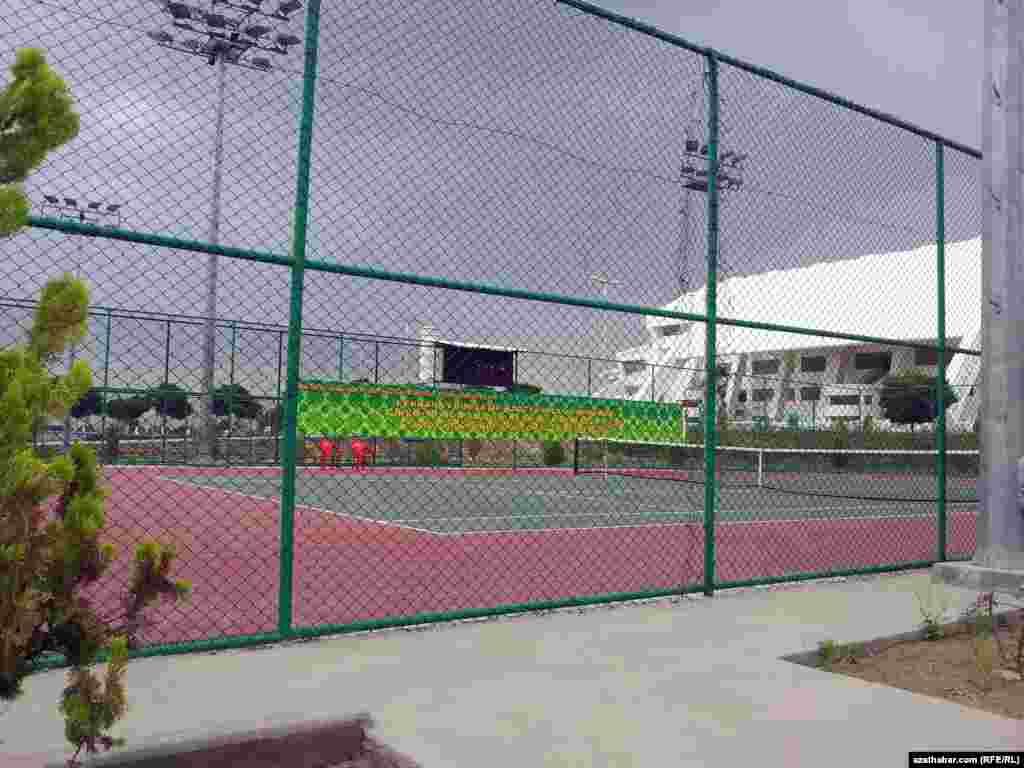 Stadionda tennis kortlary hem göz öňünde tutulypdyr