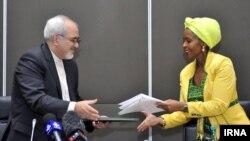 نکوآنا ماشابانه وزیر امور خارجه آفریقای جنوبی و محمد جواد ظریف همتای ایرانیاش