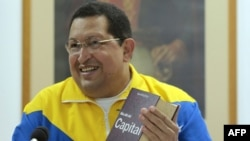 Уґо Чавес під час участі у телепрограмі у Гавані 11 березня