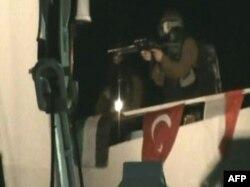 "Израильские коммандос штурмуют судно ""Мави Мармара"". 30 мая 2010 года"