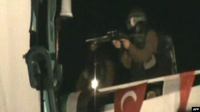 تصویر تلویزیونی از حمله کماندوهای اسرائیل به کشتی ماوی مرمره