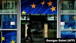 Вход в здание Европейской комиссии в Брюсселе. Иллюстративное фото.