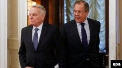 Главы МИД России и Франции Сергей Лавров (справа) и Жан-Марк Эйро (архив)