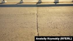 Тріщина на мосту в Сімферополі 25 липня 2018 року