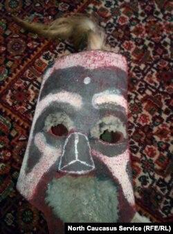 Ритуальная маска из кожи