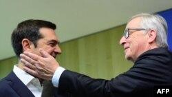 Премьер-министр Греции Алексис Ципрас (слева) и глава Еврокомиссии Жан-Клод Юнкер