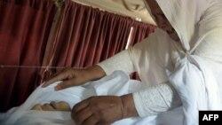 Պակիստան - Մարիա Սադաքաթի տատը սգում է թոռնուհու մահը, Իսլամաբադ, 1-ը հունիսի, 2016թ․