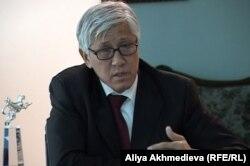 Заместитель акима Алматинской области Амандык Баталов. Талдыкорган, 10 октября 2012 года.